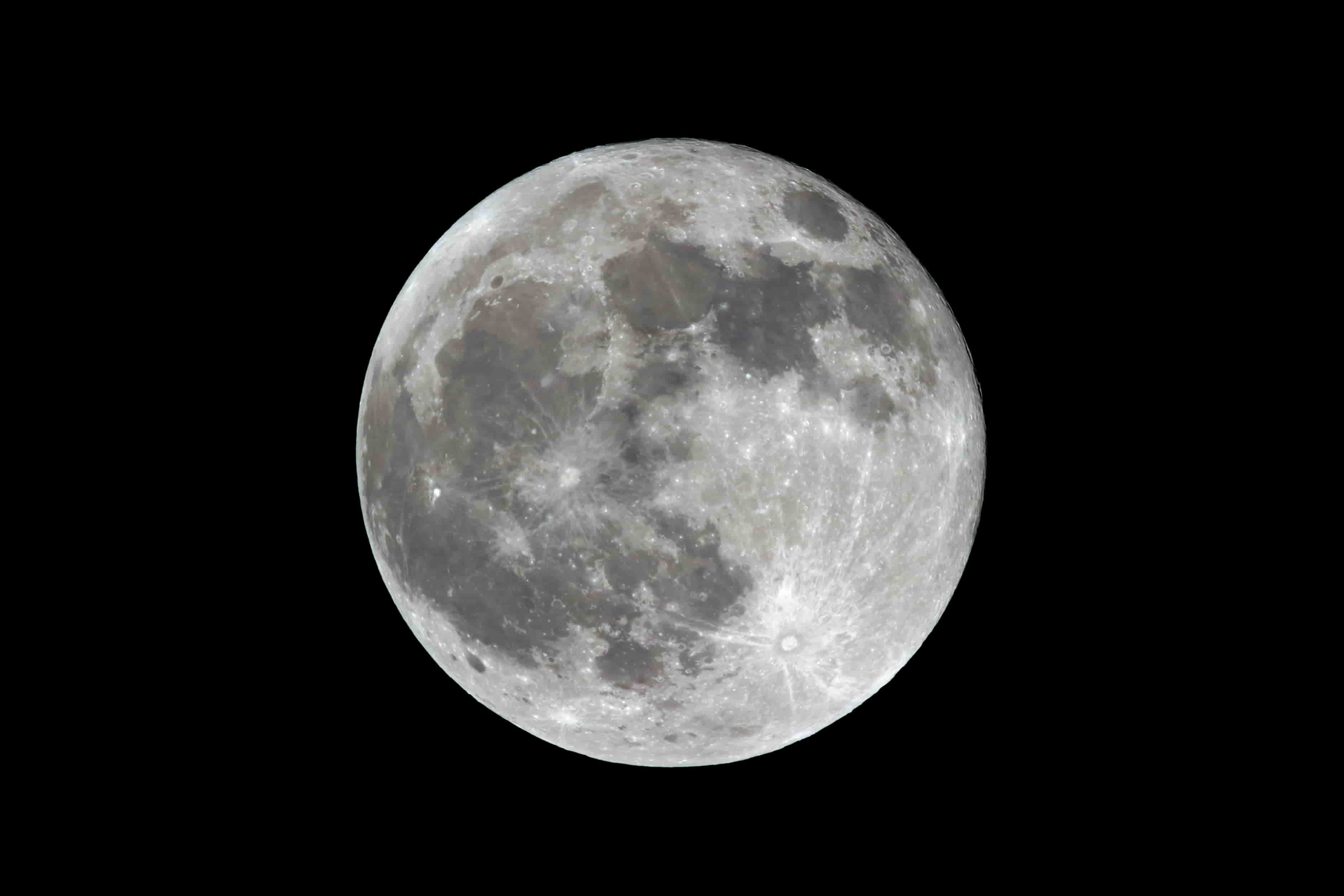 How To Photograph The Moon: A Beginner's Guide