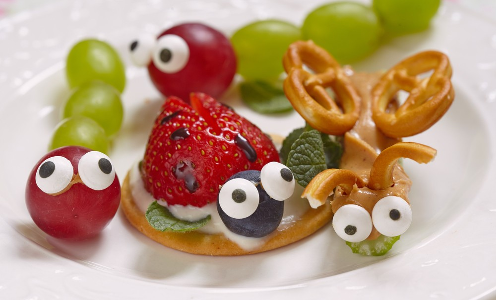 Healthy snack of grapes and berries